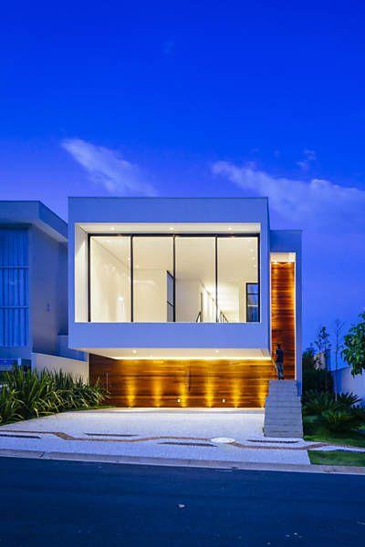 Casa de 305m² Projeto assinado pelo escritório 24.7 Arquitetura Design