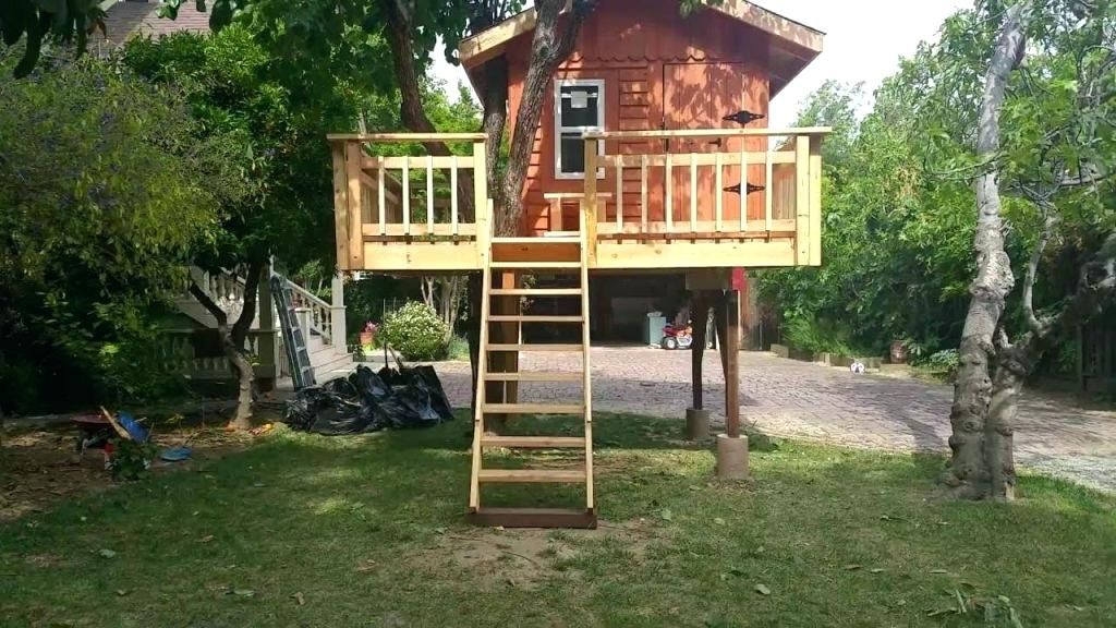 Image Result For Free Standing Tree House Plans Tree House Plans Simple Tree House Tree House Designs