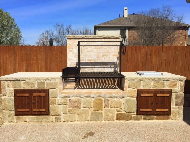 Outdoor kitchen with Argentine Grill Kit in Texas ...