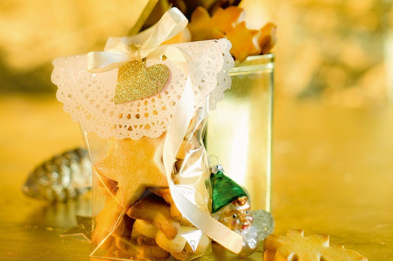 Mailänderli sind noch immer ein beliebter Klassiker unter den Weihnachtsguetzli. Mit Orangen-Aroma bekommen sie eine neue Note.