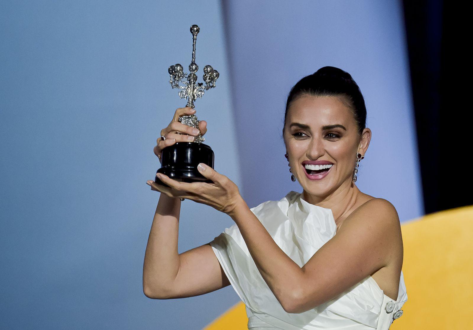 Penelope Cruz Recibe El Premio Donostia En El Festival De San