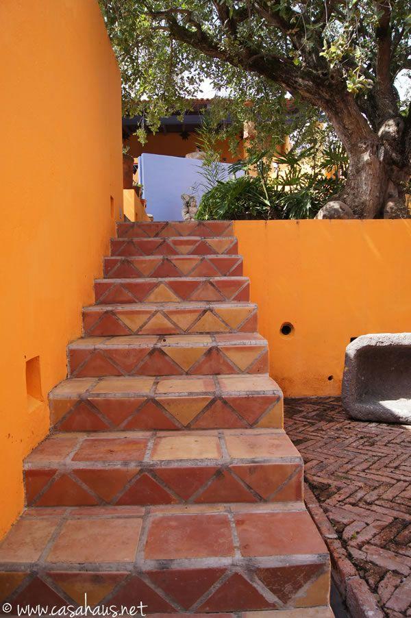 Incre ble casa de estilo mexicano en chapala parte 1 for Escaleras para caminar fuera del jardin