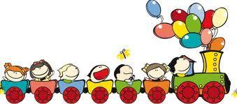 immagine di bimbi sorridenti su iìun trenino con tanti palloncini colorati