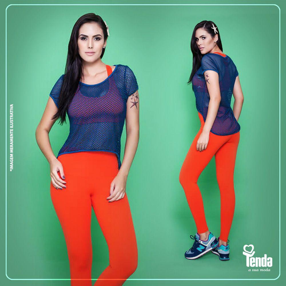 Calça legging e top, que fica à vista graças à blusa de telinha, são uma graça. As cores vivas das peças concorrem entre si. Quem ganha? O look, claro, e quem adotar a ideia! #Tenda, a sua moda.