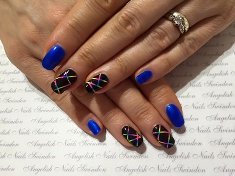 A wonderful design created by Angie Gunter using Gelish Ocean Wave with #Lecenté Neon Shadow Powders #nails #nailart #glitter #lovelecente