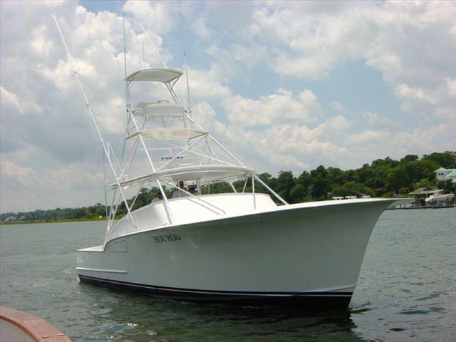 Image from http://media.channelblade.com/boat_graphics/dealers/20061/digi46241035_l.jpg.
