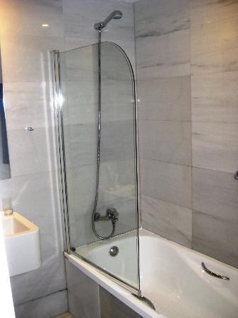Bath Tub Half Glass | Eurostars Ramblas Boqueria Photo: Bathroom, Shower  With Half Glass