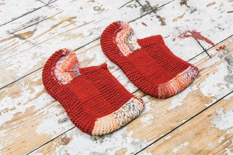 These women's socks slippers are knitted from 100% wool. They are warm and very cozy. This is a great gift idea. Can be hand wash or gentle in cool water.  Size: EUR 38 READY TO SHIP*  100% Wool Yarn 100% Handmade  If you would like me to knit you some socks or have any questions please c...