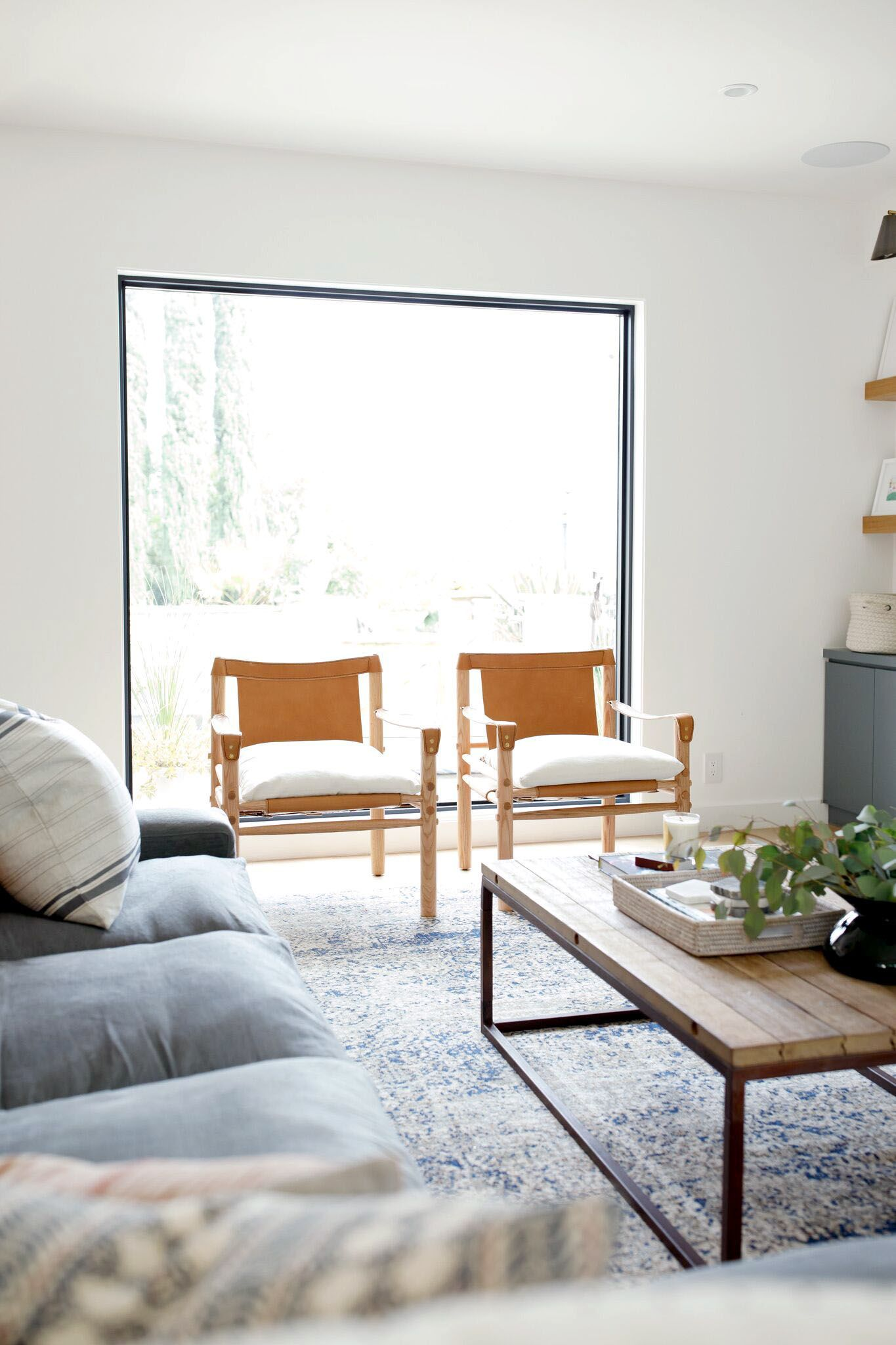 Fabulous Living Room Chairs And Sofas For Your Home Small Living Room Chairs Living Room Chairs Apartment Living Room