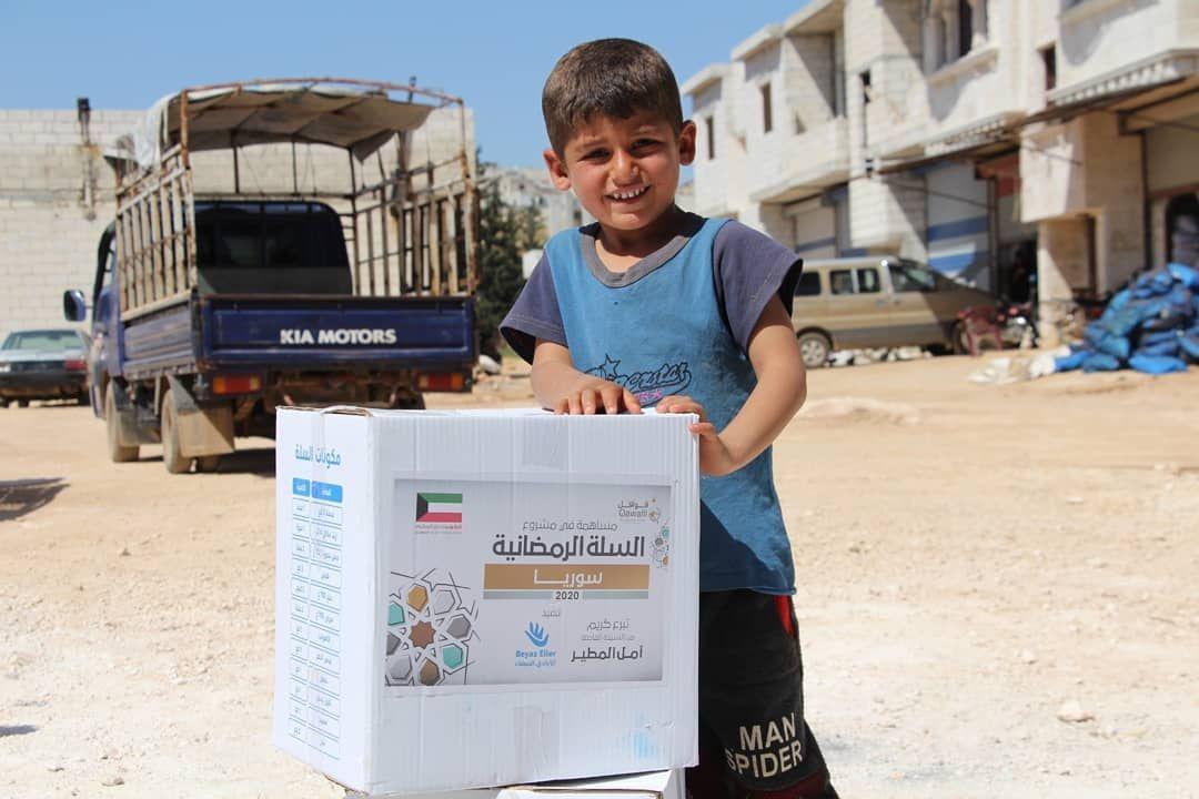 في العشر الأواخر من رمضان الكل يتنافس لفعل الخير توزيع السلال الغذائية على أهلنا النازحين والمهجرين في الشمال السوري بالت Kia Motors Kia Paper Shopping Bag