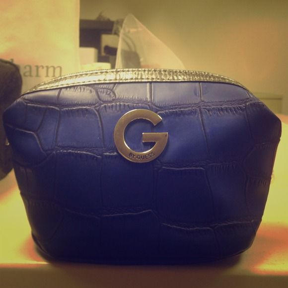 GUESS Make Up Bag with Inside Zipper Pocket Super cute blue croc embossed Guess make up bag. Inside polka for lining and includes zipper pocket. Used only once! Guess Accessories