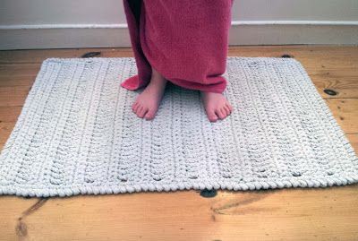 No Splashing Out Crocheted Bath Mat With Images Knit Rug
