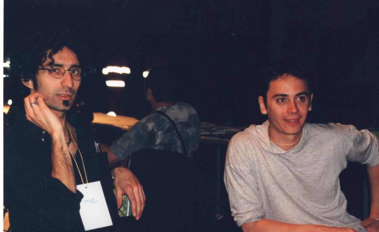 da sinistra Squaz e Niccolò Gros-Pietro Foto di Ema Sias H.I.U 7° edizione Milano 18, 19, 20 Maggio 2001 Leoncavallo