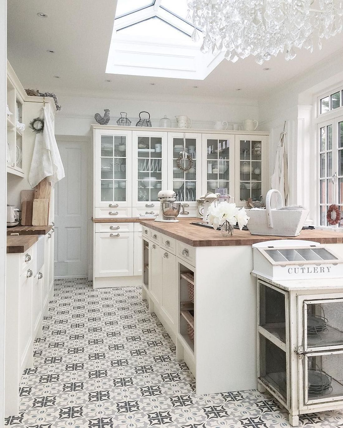 19 Most Gorgeous French Country Kitchens French Country Kitchens Country Kitchen Country Kitchen Flooring Antique french kitchen tiles