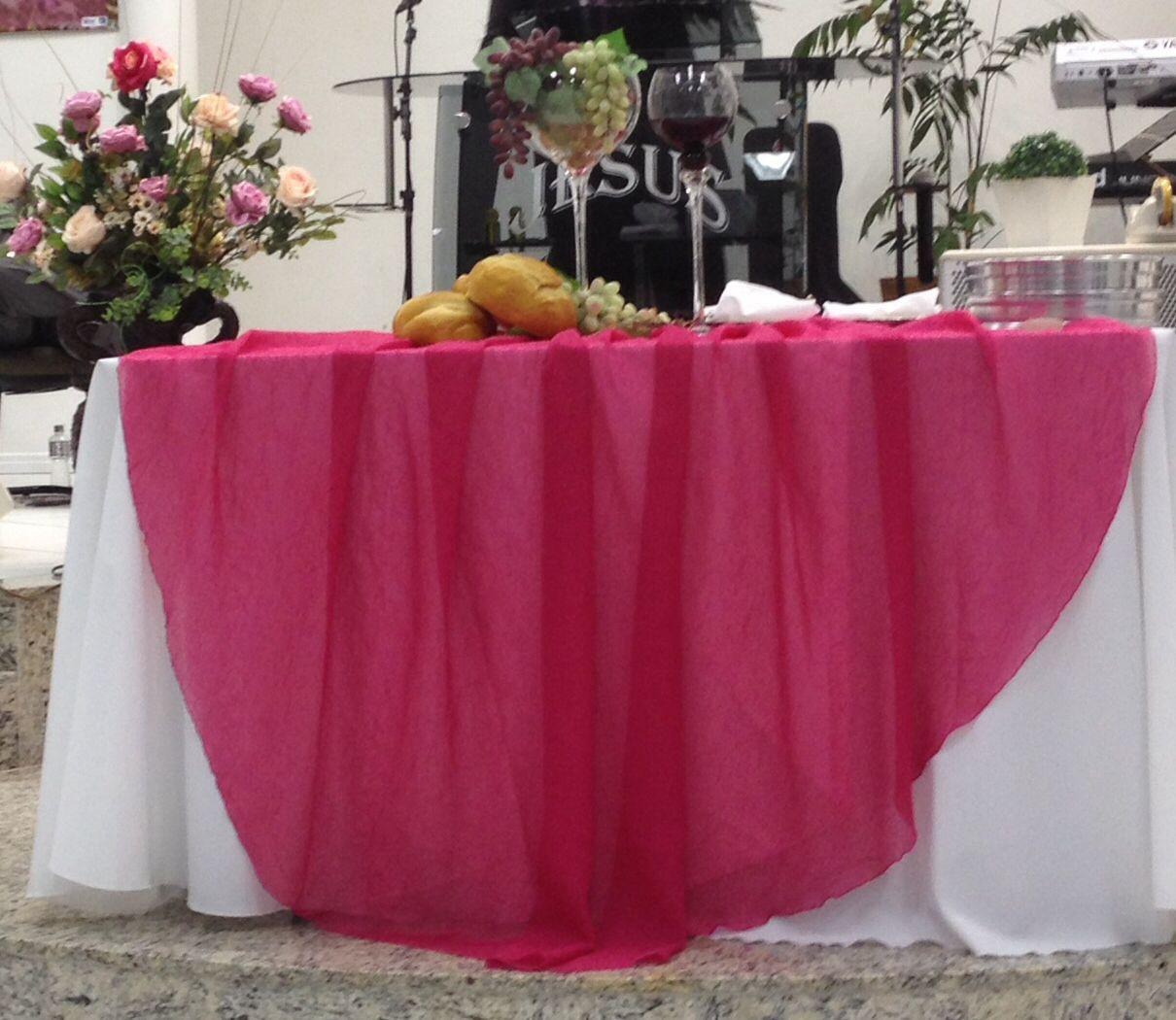 Uma mesa para dar boas vindas ao Outubro Rosa Mesas de Santa Ceia Pinterest Church flowers -> Decoração Mesa Outubro Rosa