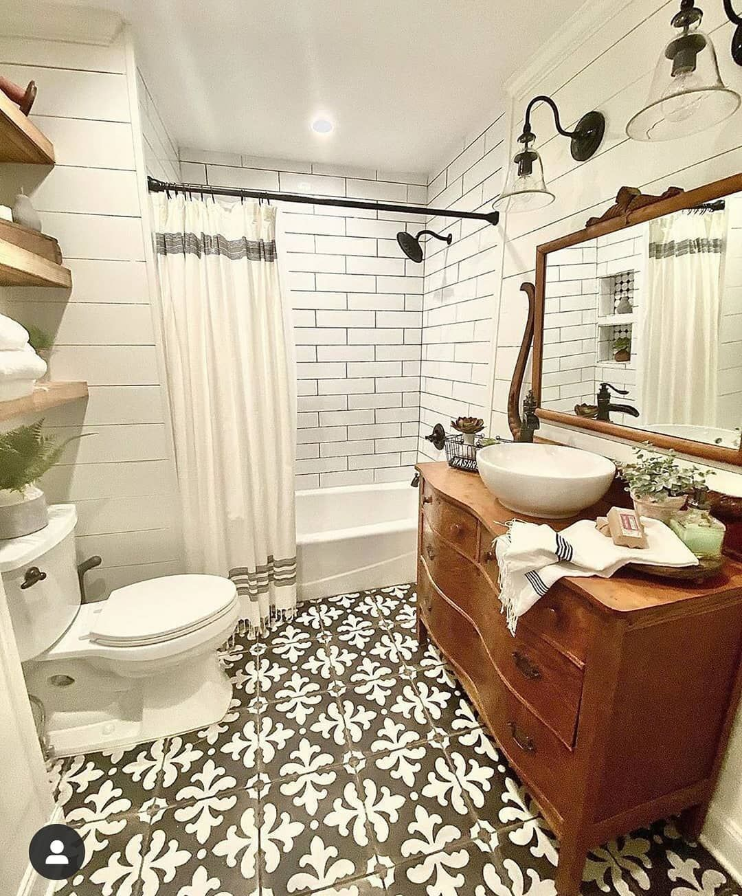 Farmhouse Stylebook On Instagram This Bathroom Has So Much Charm From Our Reclaimed H In 2020 Farmhouse Bathroom Accessories Farmhouse Bathroom Farmhouse Bathtubs