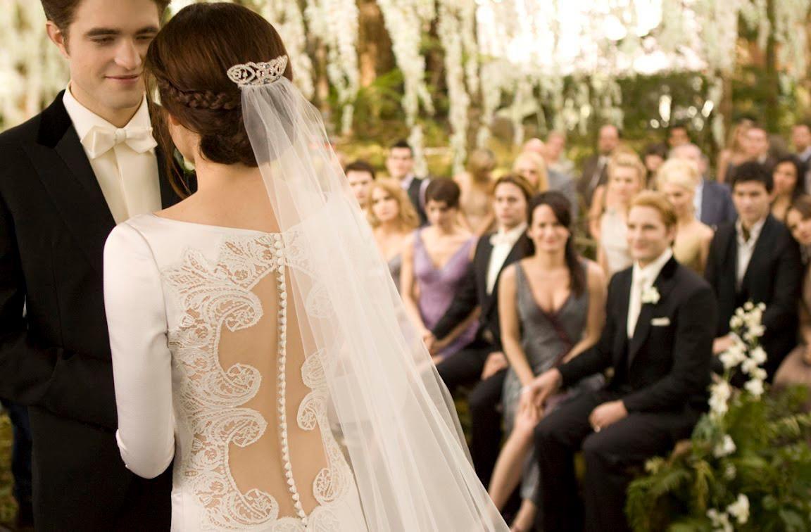 Bella's wedding dress in breaking dawn  Inside the Twilight Breaking Dawn Wedding  Breaking dawn Dawn and