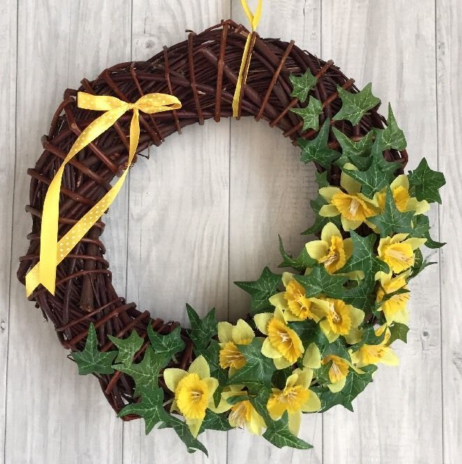EASTER WREATH SPRING DAFFODIL & IVY HANDMADE WICKER HOME DECORATION