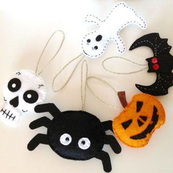 Set of 5 Felt Halloween Ornament Halloween Decoration Felt Pumpkin Felt Skull Felt Spider Felt Ghost Felt Bat Halloween Keychain or Brooch.