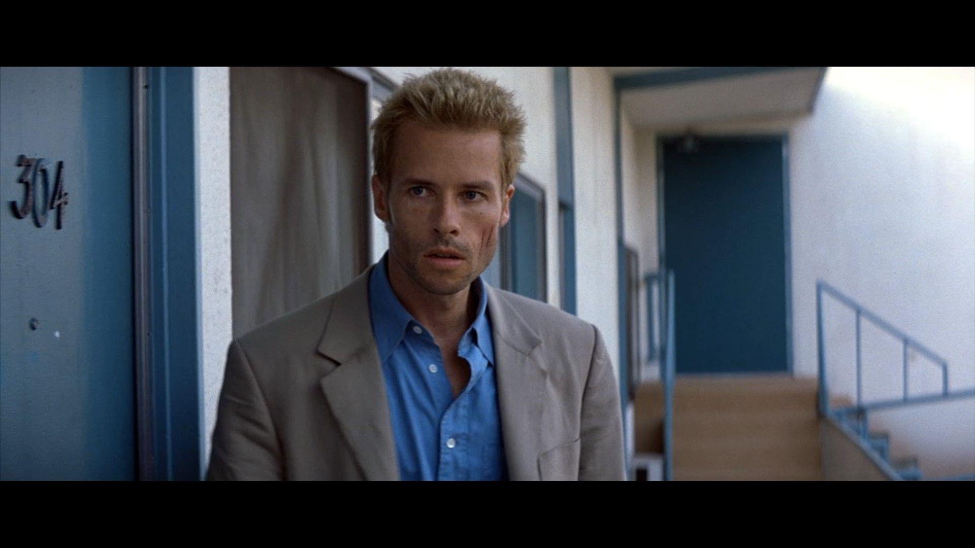 Memento Guy pearce, Guy pearce memento, Good movies on