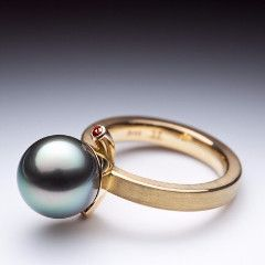 18k yellow gold ring with orange sapphires and Tahitian pearl by Canadian Jewellery artist Pierre-Yves Paquette.
