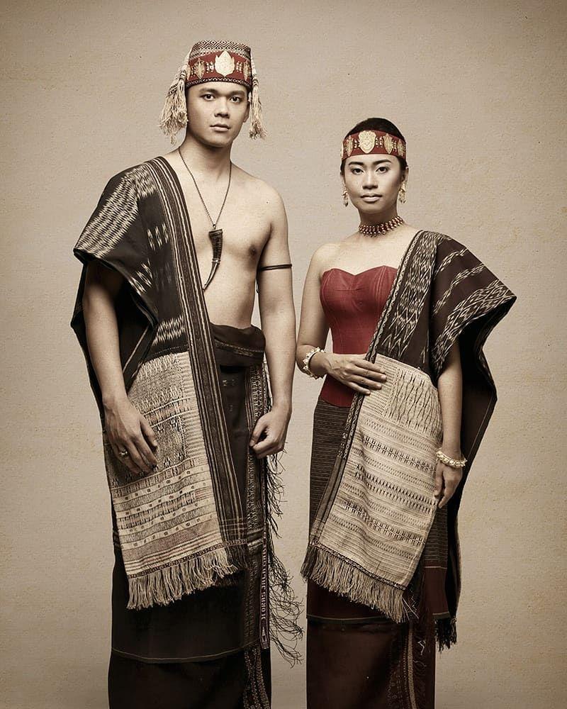Pakaian Adat Kain Ulos