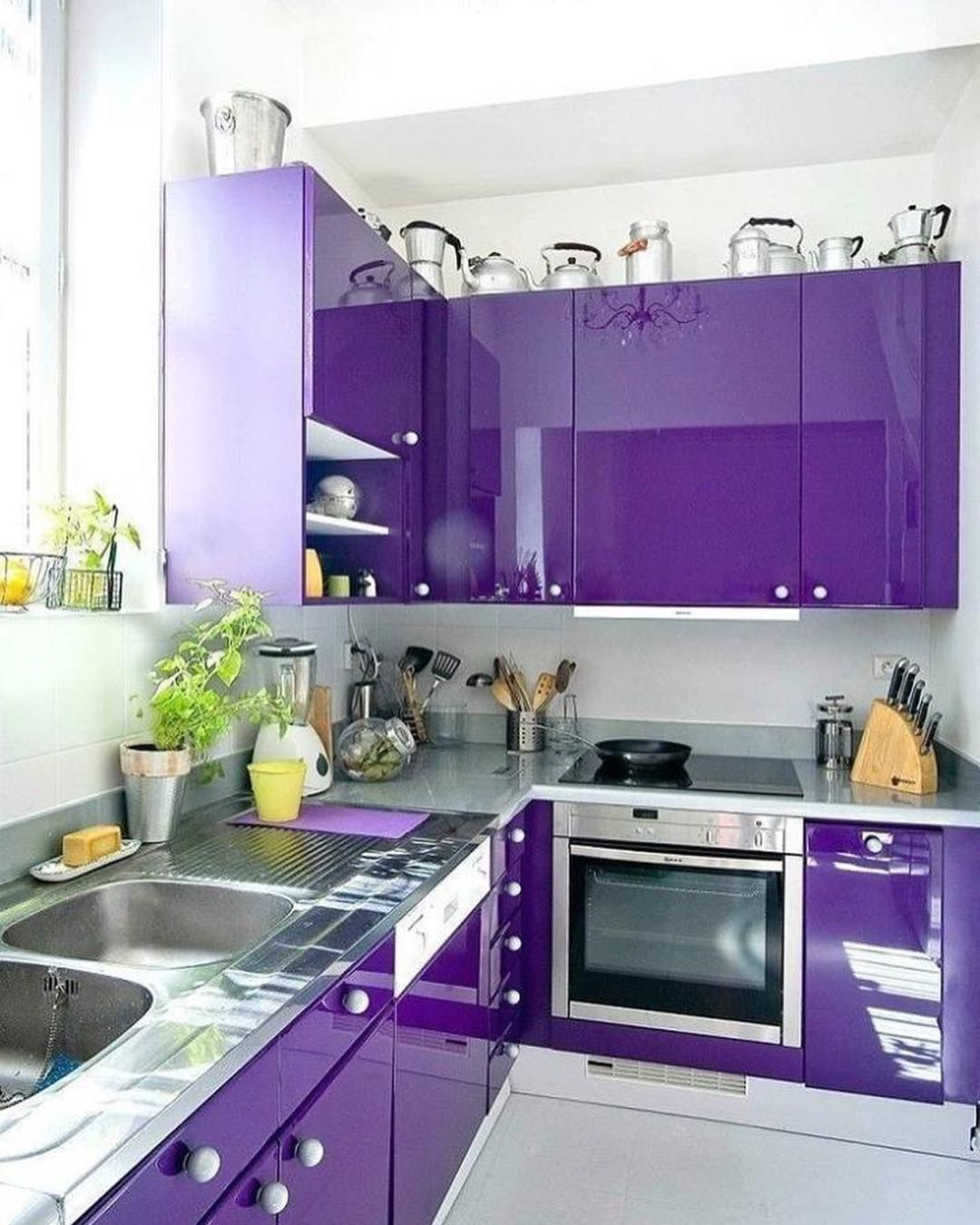 Ideas De Cocinas Modernas En Colores Claros Ideasdecoracion Decoracion Disenodeinteri Purple Kitchen Cabinets Home Decor Kitchen Kitchen Furniture Design