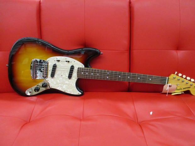 Fender Classic Series 65 Mustang Sunburst Classic Series 65 Mustang Fender
