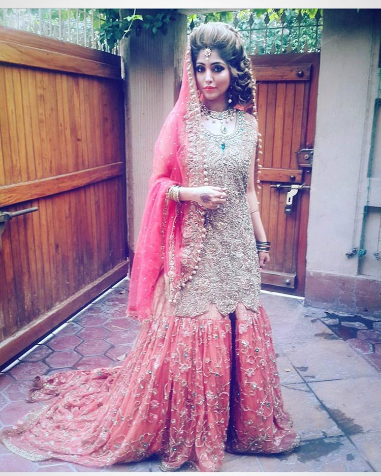 Pin de Fashion World en Indian and pakistani costumes | Pinterest