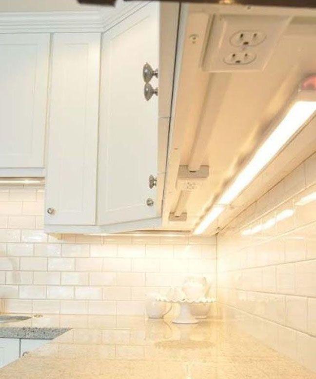 Prise de courant sous les armoires de cuisine pour lib rer de l 39 espace cuisine kitchen - Prise de courant cuisine ...