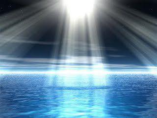 Luz divina sobre el agua