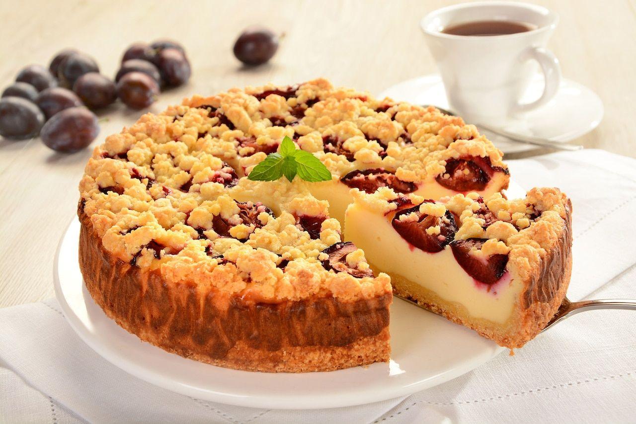 Sernik Ze Sliwkami I Kruszonka Na Kruchym Spodzie Przepisy Pl Recipe Desserts Food Cheesecake