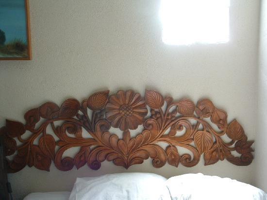 Carved headboards clandestin headboard designs wood carvings
