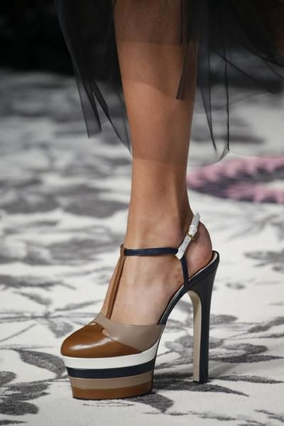 aaa522c120fef Gucci Spring 2016 Ready-to-Wear Fashion Show | shoes☆ | Shoes, Shoe ...