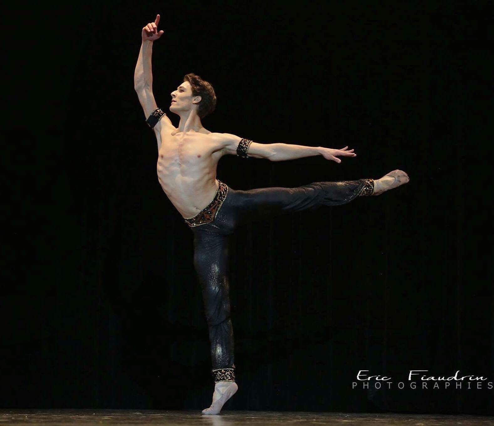hugo marchand etoile of the paris opera ballet in corsaire. Black Bedroom Furniture Sets. Home Design Ideas