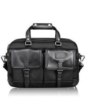 몇번을 망설이다 무척 강력한 지름신의 강령하심을 빌어 장만한 가방 - TUMI. 몇년이 지난 지금도 기분을 좋게해주는 가방이다.