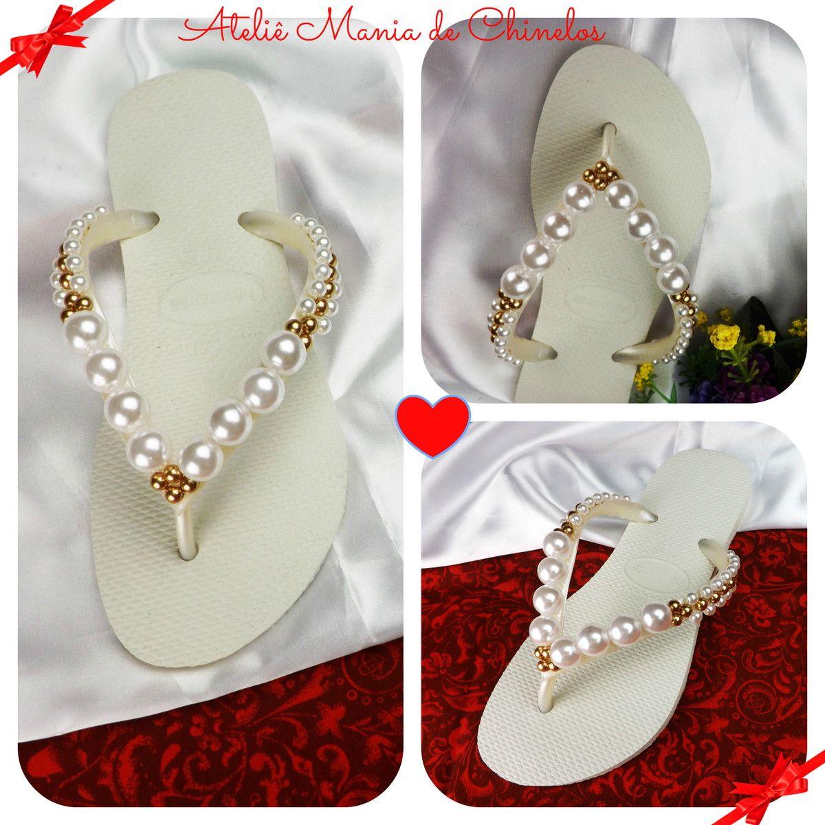 f77cfe87f Chinelo Havaianas personalizado com um lindo bordado de pérolas brancas e  douradas. Uma opção para relaxar os seus pés e deixar você curtir a sua  festa com ...