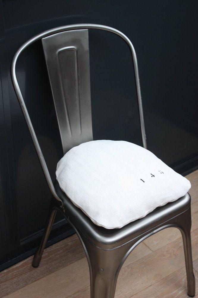 image of coussin chaise tolix disponible sur commande. Black Bedroom Furniture Sets. Home Design Ideas
