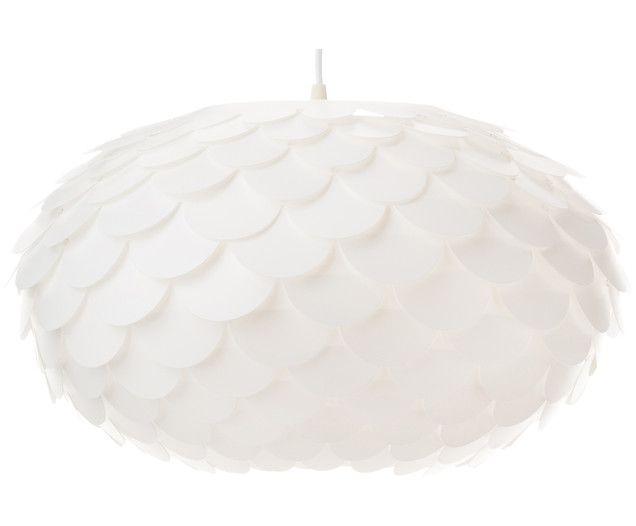 Wie eine Knospe hängt die weiße Pendelleuchte ALECEA von Ihrer Decke herunter und spendet sanftes Licht. Als perfektes Deko-Accessoire schmückt die Lampe von Aneta Ihren Wohn-, Schlaf- oder Essbereich und erhellt Ihre Räume in frischem und modernem Design.