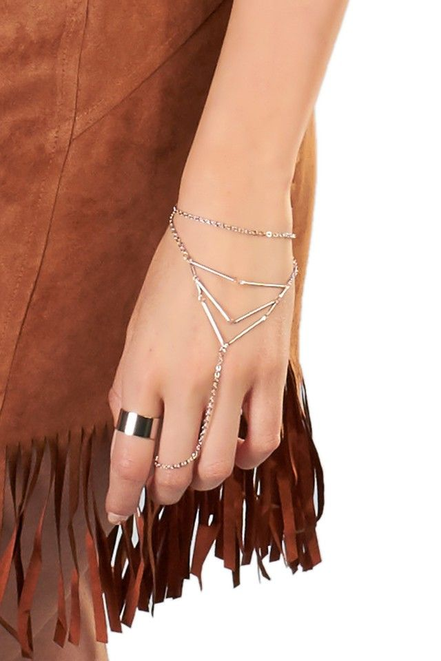 Halo Hand Chain in Silver | Markkit.com #festivalstyle #coachella #style #festival #summer #spring #ootd