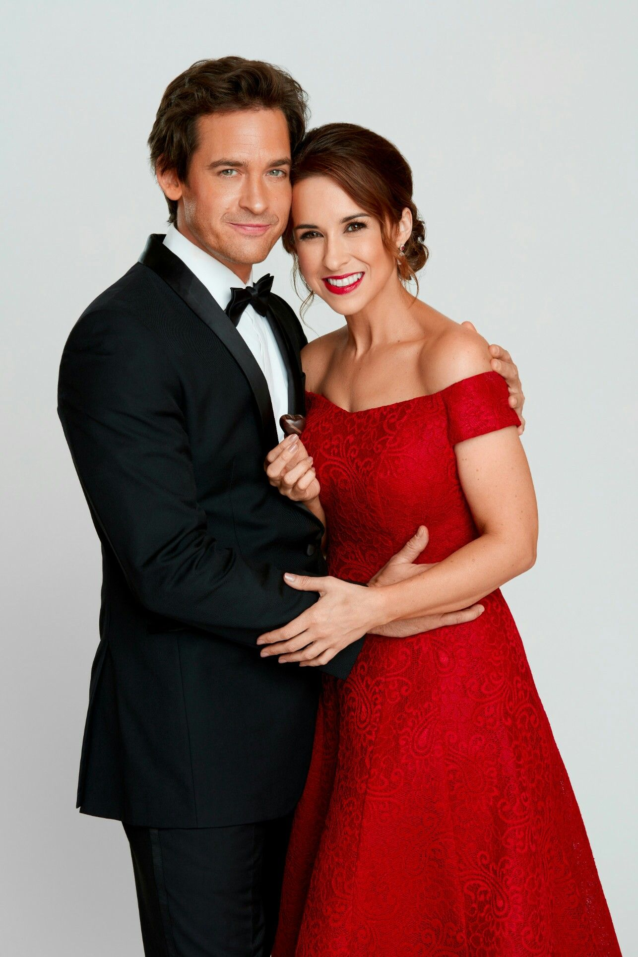 Hallmark Christmas Getaway Cast.Will Kemp Lacey Chabert After Reign Cast Projects In