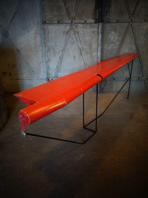 Gave vliegtuigvleugel, leuk te gebruiken als winkelinrichting. Binnenkort ook bij www.werkplaats35.nl in geel en groen.