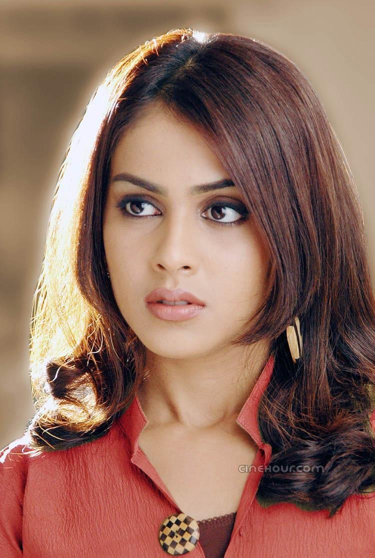 Genelia D Souza Indian Hairstyles Medium Hair Styles Hair Styles