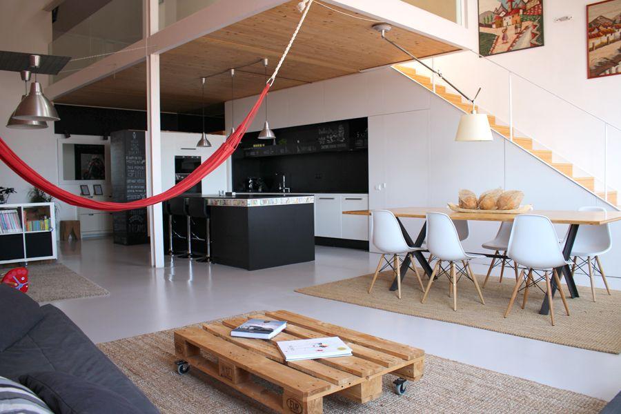 Comedor cocina salon loft escalera moderno for Salon cocina moderno