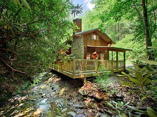 Cottage On The Creek Rent This 1 Bedroom Cabin In Gatlinburg For 130 Night Has Hot Tub And Interne Vacation Cabin Rentals Gatlinburg Cabins Tennessee Cabins