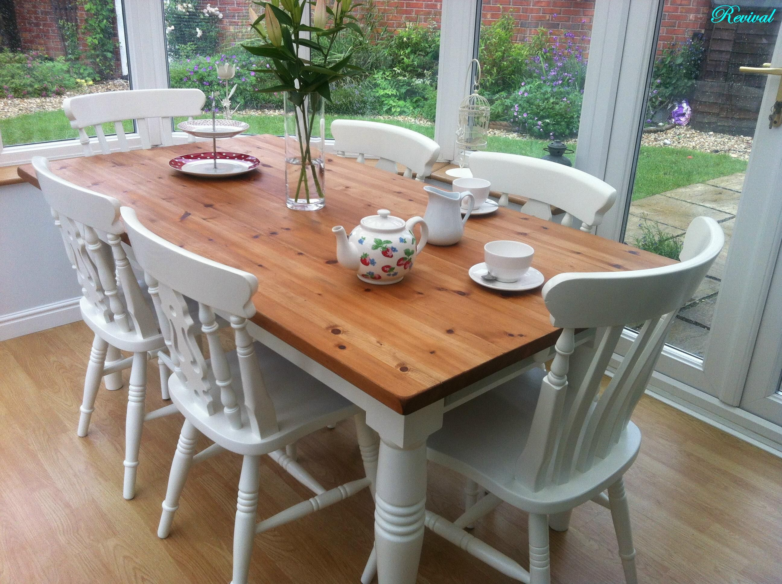 A Traditional Rustic Pine Farmhouse Table with 6 Chairs ...