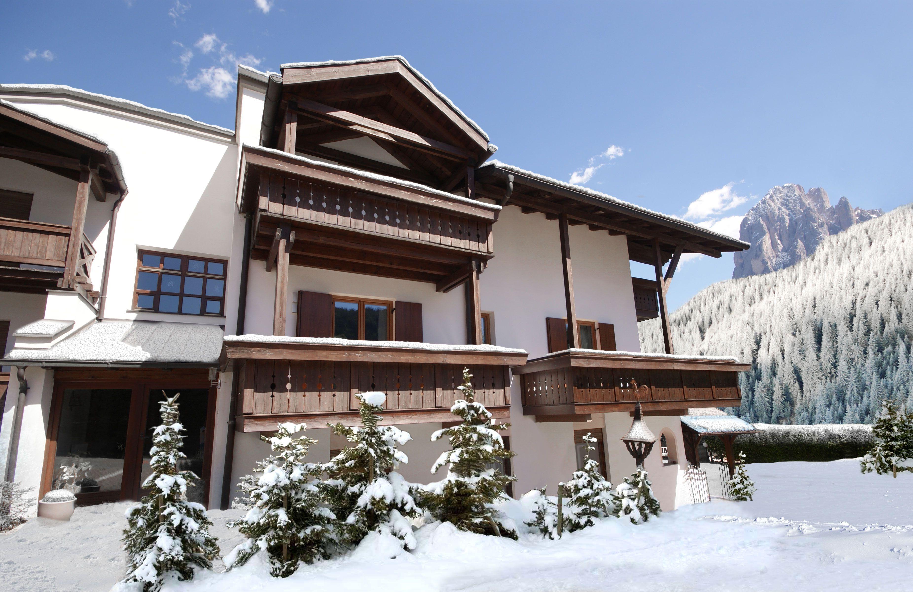 Een Winters Balkon : Skichalet selva panorama ligt op een prachtige plek in st