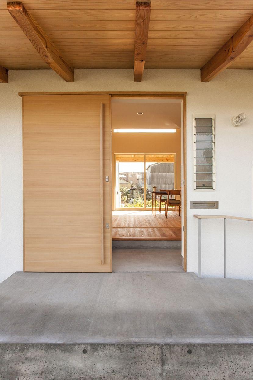 引き戸の玄関 江南の住宅 玄関事例 もっと見る 玄関ドア 引き戸