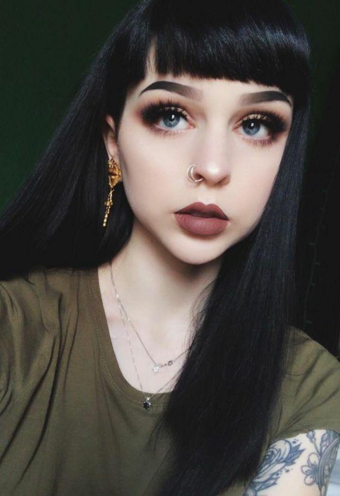 Des cheveux noir fonce