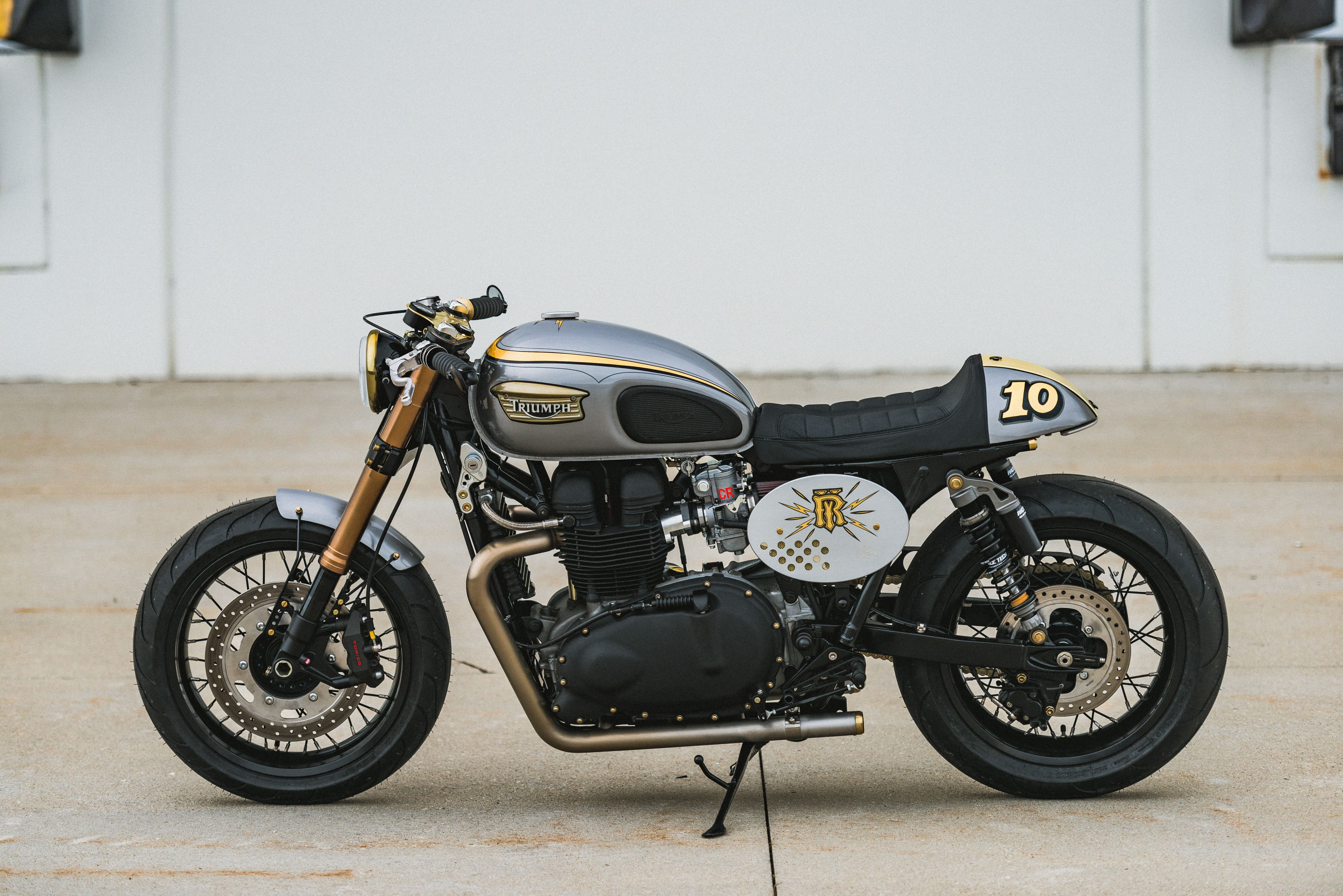 Triumph Cafe Racer >> This Triumph Bonneville Cafe Racer Is Retro Style With Modern